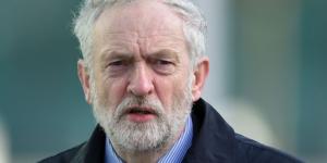 """Egy """"szűk szekta"""" antiszemitizmusa: újabb képviselő hagyta ott Corbynt"""