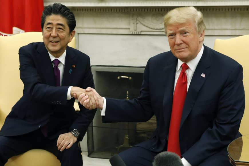 Abe Sinzó és Donald Trump-foto-Bloomberg
