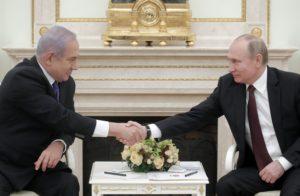 Putyin segítségét kérte Netanjahu a bebörtönzött lány ügyében