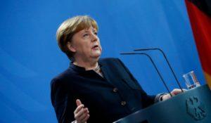 Merkel: csak egy feltétellel halasztható a Brexit