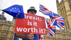Brexit: London néhány hét időt nyert
