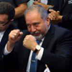 Liberman úgy döntött, nem áll egyik nagy párt jelöltje mellé sem