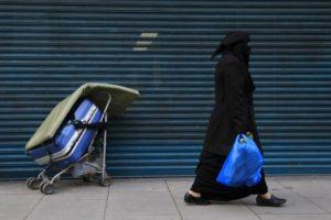 Több százezer európai nőt csonkítottak meg