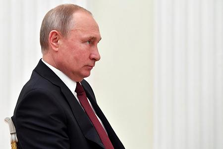 Ilyen extrém rendelkezésekkel próbálja védeni magát Putyin a járványtól