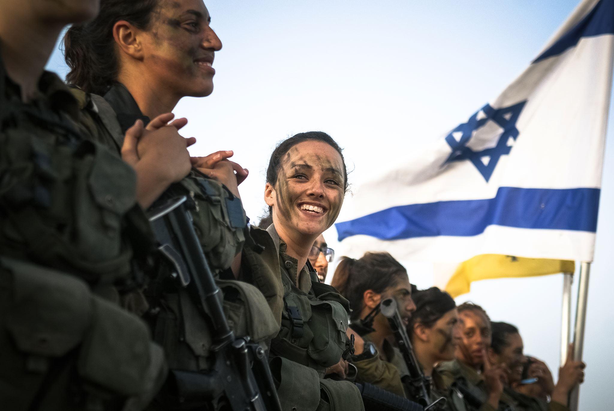 Végleg eltűnik a nők előtti üvegplafon az izraeli hadseregben?