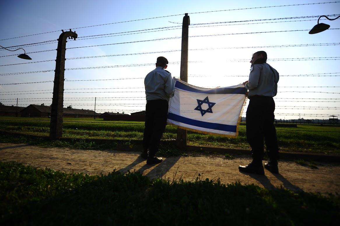 Kínzó kérdések a holokauszt emléknapja körül