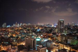 Rakéták robbantak Tel Aviv fölött