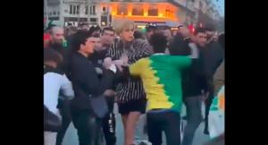 Transznemű nőre támadtak arab tüntetők Párizsban