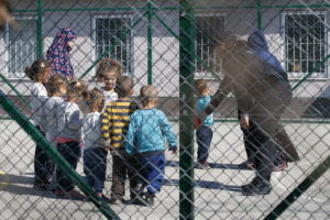 Dzsihadista szülők árváit szállítottak haza Hollandiába