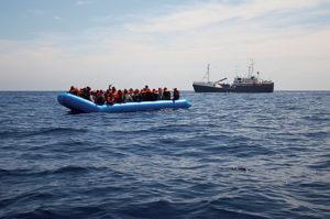 Líbia miniszterelnöke szerint 800 ezer migráns indulhat el Európa felé