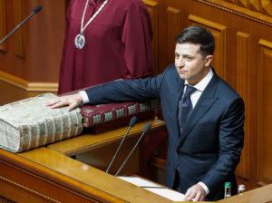Zelenszkij letette esküjét, Putyin nem gratulál