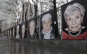 Horogkeresztekkel csúfították el holokauszt-túlélők portréit Bécsben