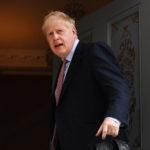 Johnson a kormányfői székben: bukás lesz vagy tündöklés?