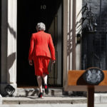 A bukás: Theresa May júniusban távozik posztjáról