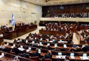 Tegnap éjfélkor feloszlott a Knesszet