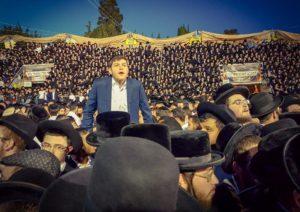 Százezrek ünnepeltek Izraelben a legendás rabbi sírjánál