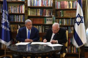 A mentelmi jogszabály lazításán iparkodik Netanjahu
