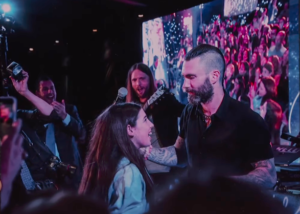 Adam Levine lépett fel Adam Sandler lányának bat micváján