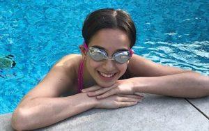 Jótékonysági úszóbravúrra készül egy bát micva
