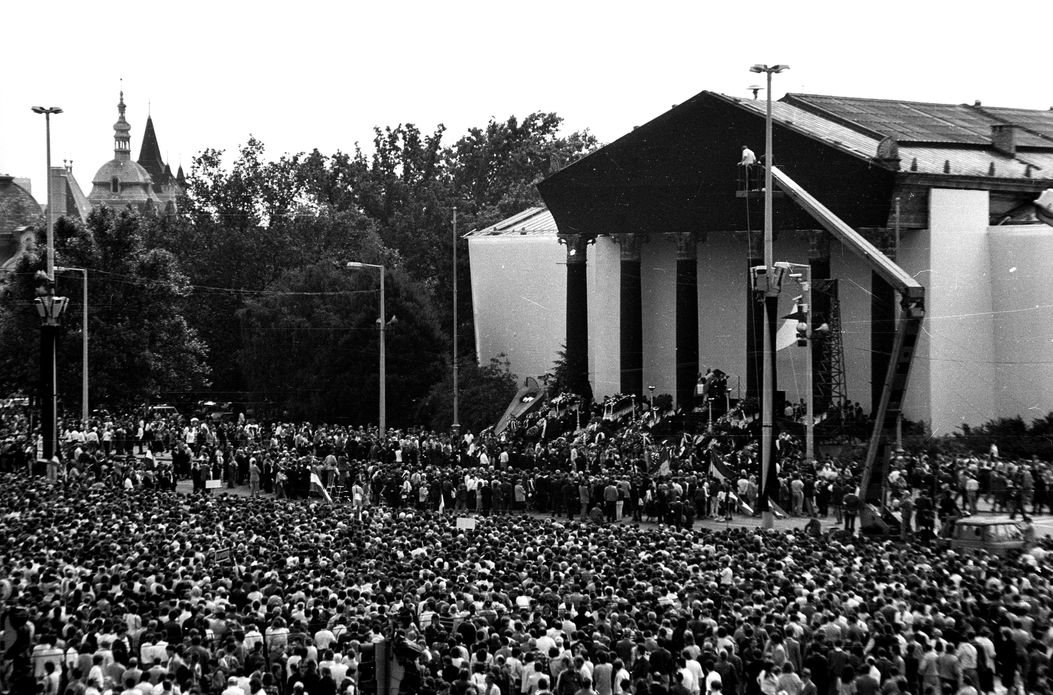 1956 mártírjaira emlékezünk