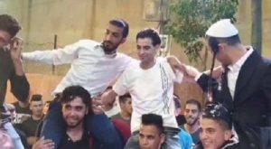 Kirúgták a palesztin polgármestert, akit zsidókkal együtt videóztak le