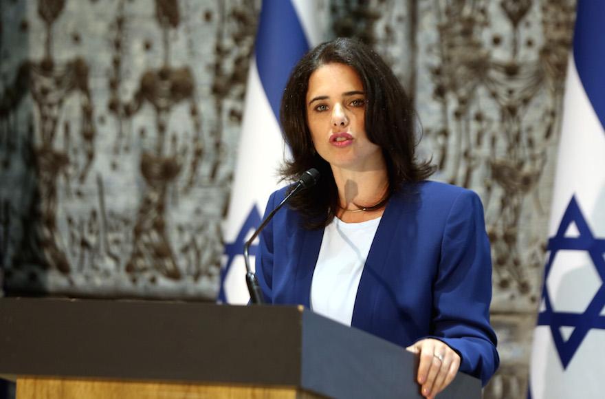 Alakulóban a Bennett-Lapid kormány, a fenyegetések miatt Saked extra védelmet kapott