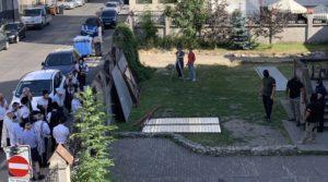 Maszkos fegyveresek állták el a zsinagóga bejáratát Krakkóban