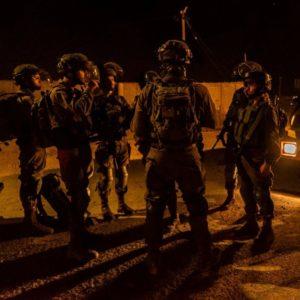 Katonák, titkosügynökök, ezermesterek – Izrael új módszerei a vírus ellen