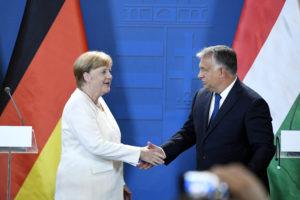 """Orbán: """"A németek várkapitányi teendőit látjuk el, amikor a déli határainkat, az EU külső határait védjük."""""""