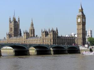 Betilthatja a brit parlament a megállapodás nélküli Brexitet