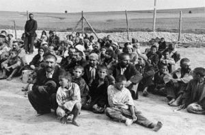"""""""Odavittek bennünket, ahol égették a halottakat"""" – A roma holokauszt emlékezete"""