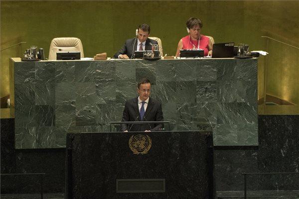 """Szijjártó az ENSZ-ben: """"a migráció nem alapvető emberi jog"""""""