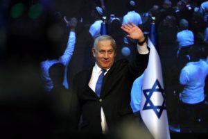 Netanjahu szövetkezik, de Ganz kaphat esélyt