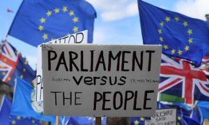 Boris Johnson elvesztette egyfős parlamenti többségét