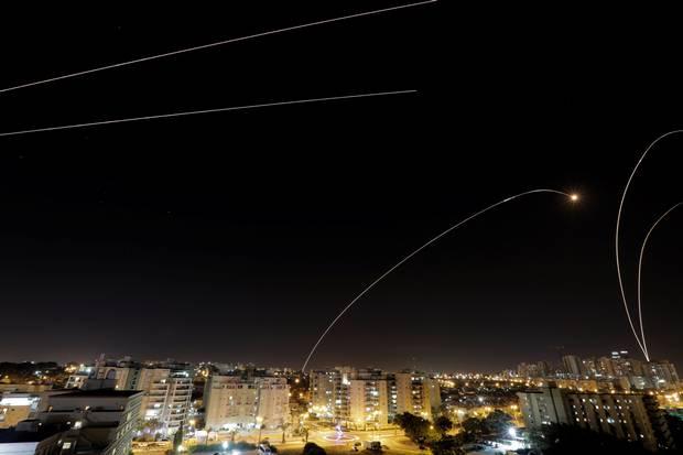 Izraelre kilőtt rakétákkal reagált a Hamász a béketervre