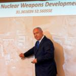 Atombibi — Netanjahu új iráni atomfegyvert fejlesztő létesítményről mutatott be felvételt