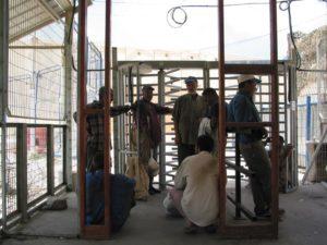 Izrael csendben beenged több ezer palesztint dolgozni