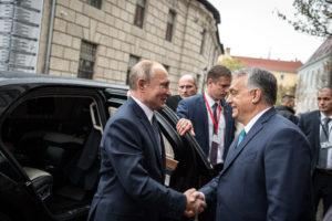 Budapestre érkezett Putyin, a fővárost méltatta