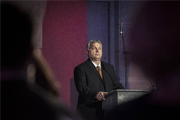 Orbán: nem akarunk birodalmi tartományként élni