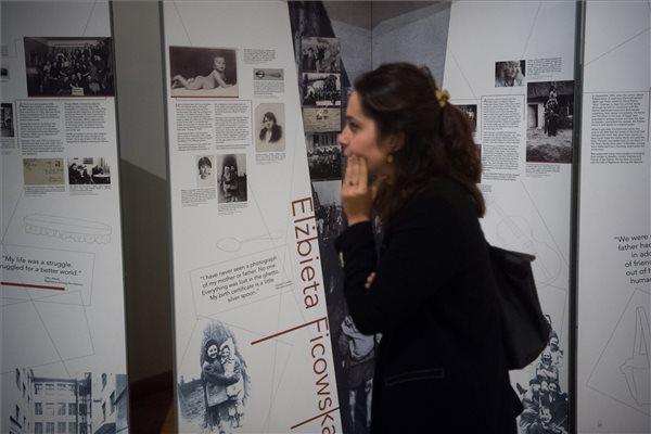 Budapestre érkezett az Élet és halál között című tárlat