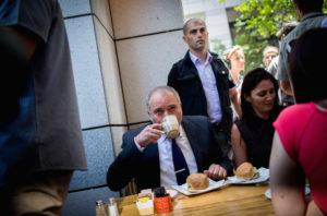 Se vele, se nélküle: Liberman mindenkit faképnél hagyott