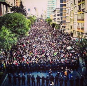 Erőszakba fulladhat a bolíviai hatalomváltás