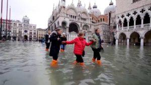 Árvíz: lezárták Velence ikonikus terét