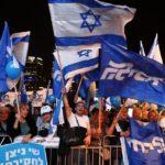 """""""Kormányzati puccs"""" ellen tüntettek Netanjahu hívei Tel-Avivban"""