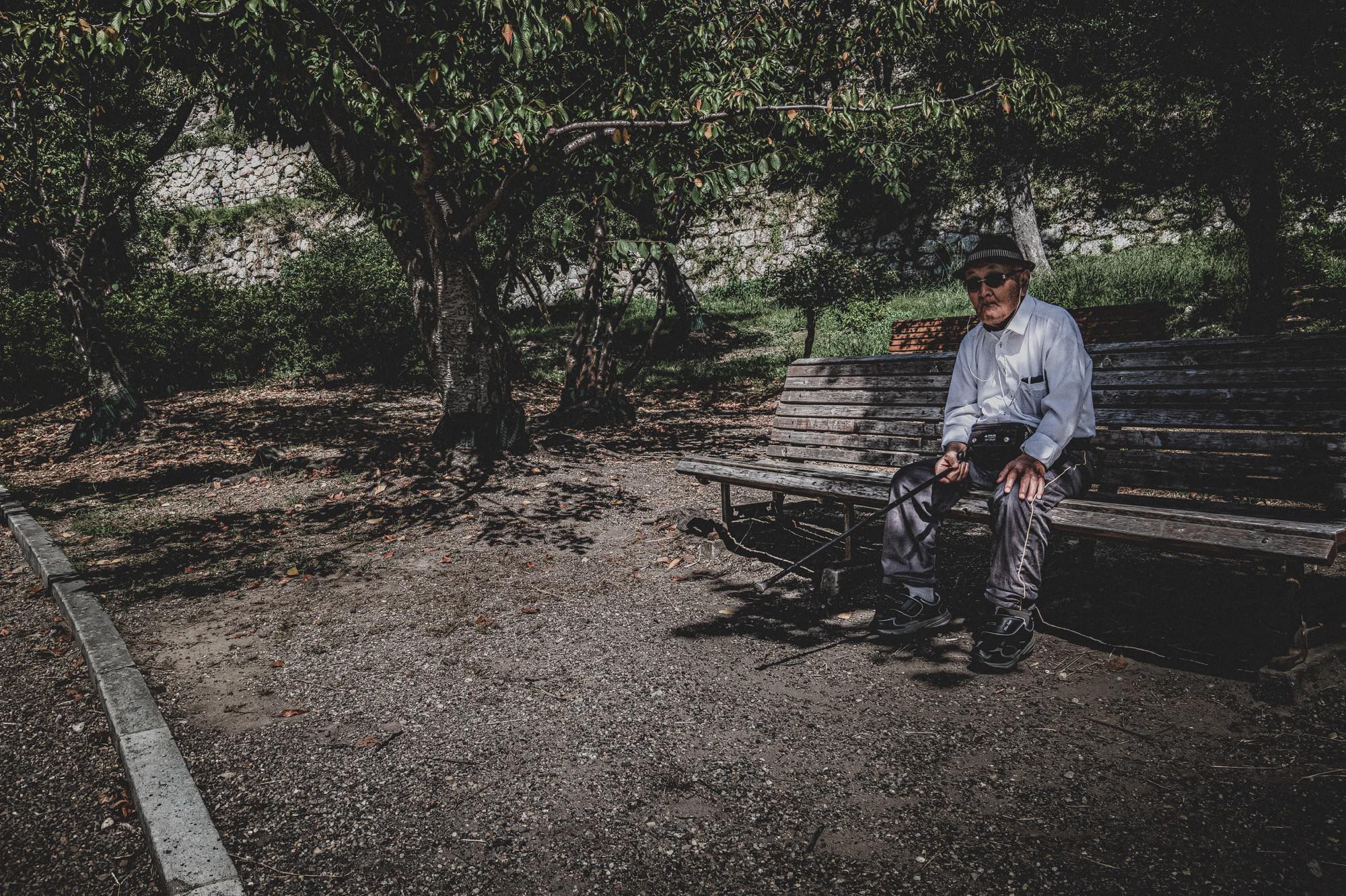 Vak holokauszt-túlélőtől 48 millió forintnyi pénzt lopott el ápolója