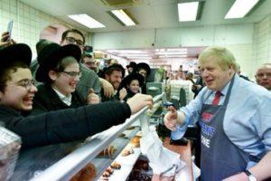 Boris Johnson kóser fánkkal kampányol