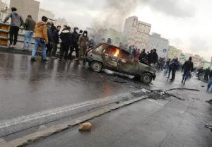 Mialatt Irán tüntetőkre lő, Európa fizet a gyilkosoknak