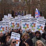 Háromezren tüntettek az Egyesült Királyságban az antiszemitizmus ellen