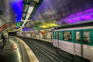 Ájultra vertek egy izraeli diákot a párizsi metróban