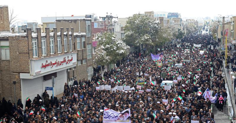 Utcára vonultak Teheránban az iszlamista rezsim ellen